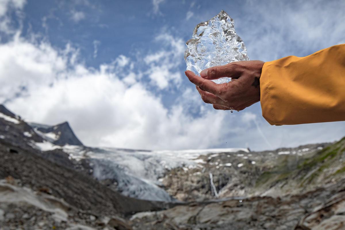 Climate Change Impact Austria - Glaciers. © Mitja  Kobal / Greenpeace