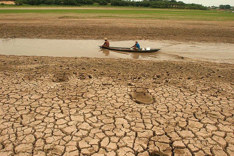 Severe Drought in Brazilian Amazon. © Greenpeace / Alberto Cesar Araújo