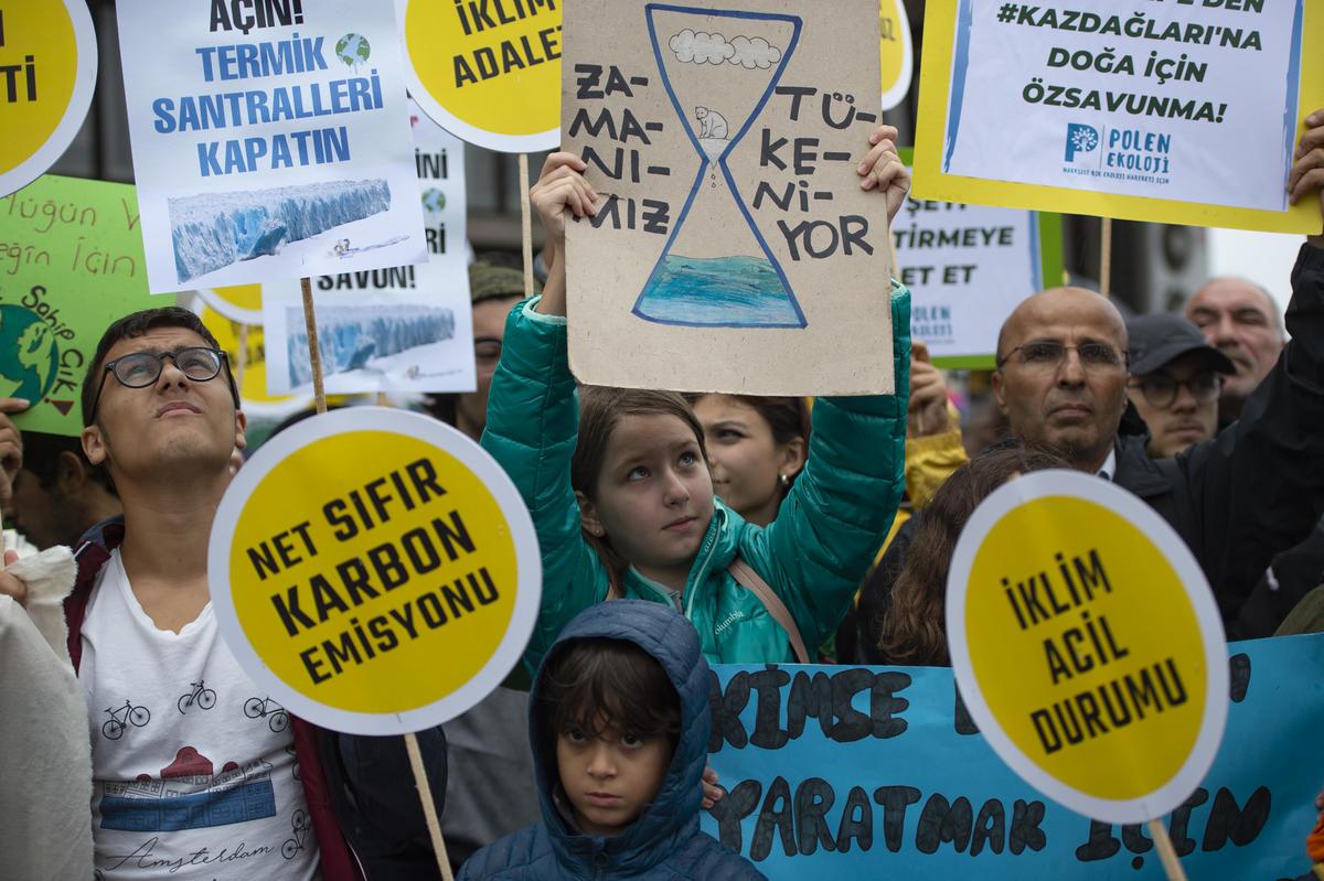 Global Climate Strike March in Turkey. © Yasin Akgul / Greenpeace