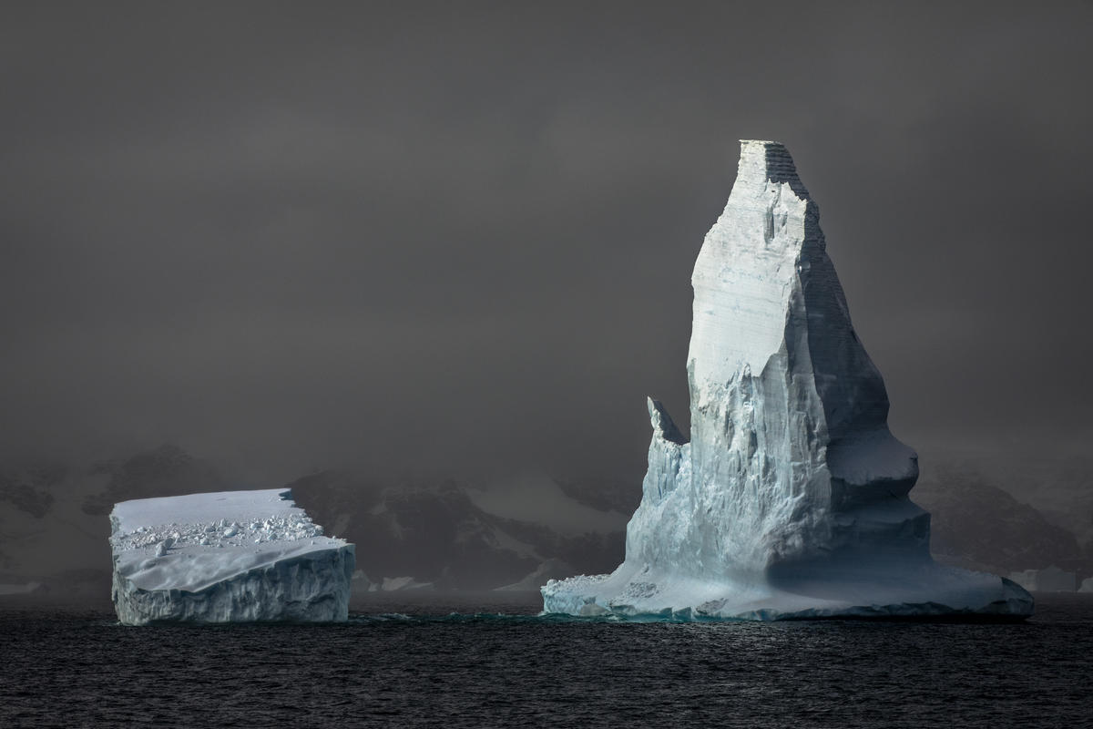 Icebergs in the South Orkney Islands. © Andrew McConnell / Greenpeace