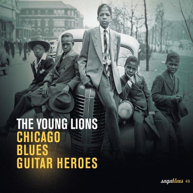 "Couverture de Saga Blues: The Young Lions ""Chicago Blues Guitar Heroes"""