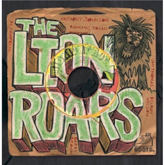 Couverture de The Lion Roars