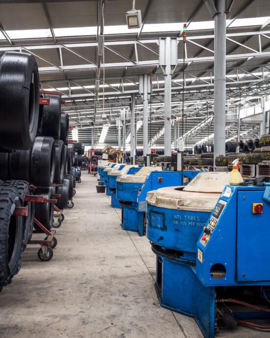 Il ricostruttore di pneumatici per vettura rumeno Radburg: crescere nelle avversità