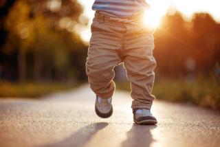Pikkupoika tiellä