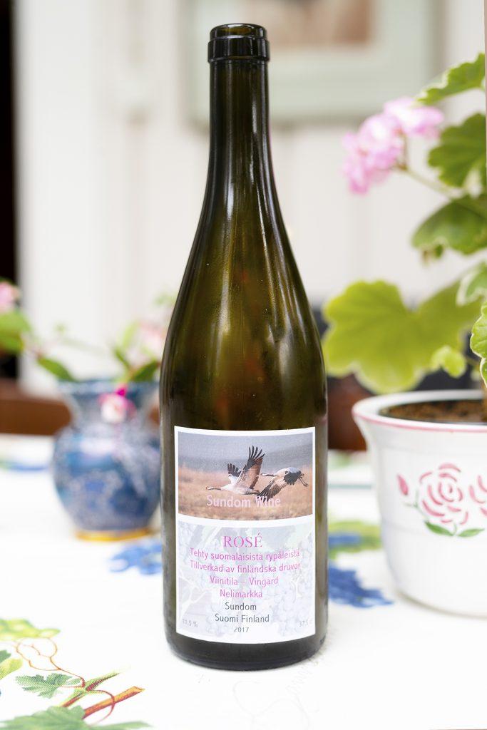 Sundom Wine viinitilan suomalaista viiniä