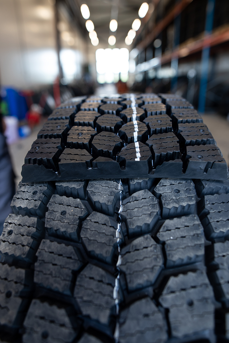 Rengasmesta pinnoitettu rengas