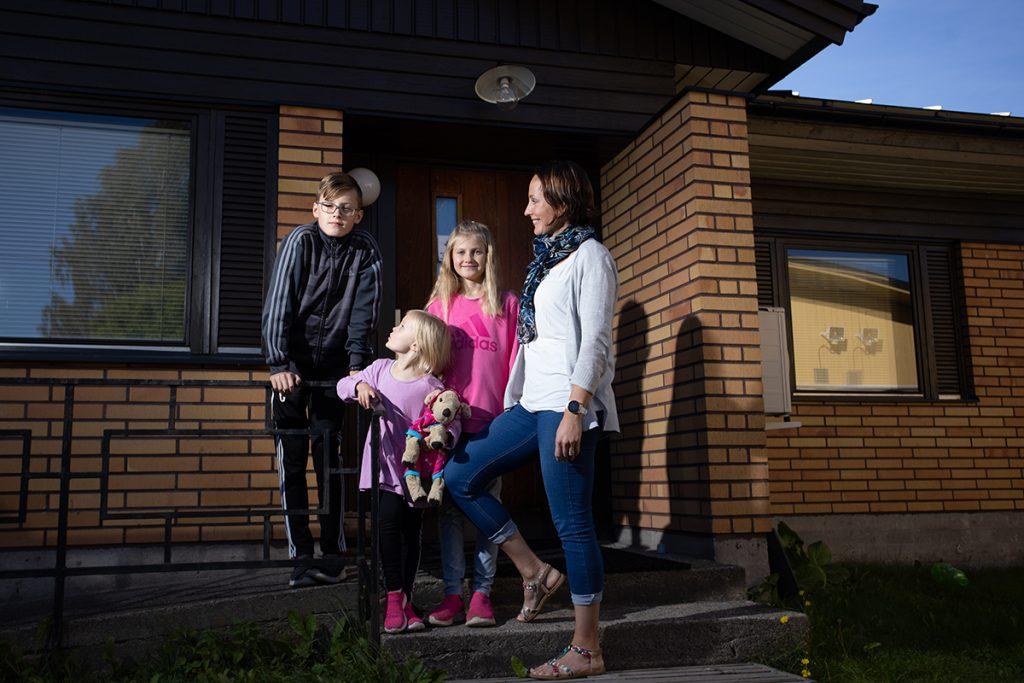muutto ulkomaille, perhe väliaikaisasunnon portailla