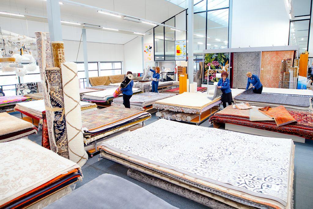 Lähdesmäen huonekaluliikkeen mattovalikoimaa