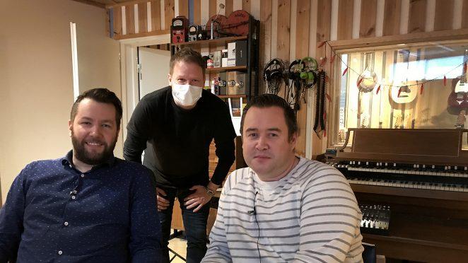 Hyvä pointti podcast äänitykset Sound aces studiolla