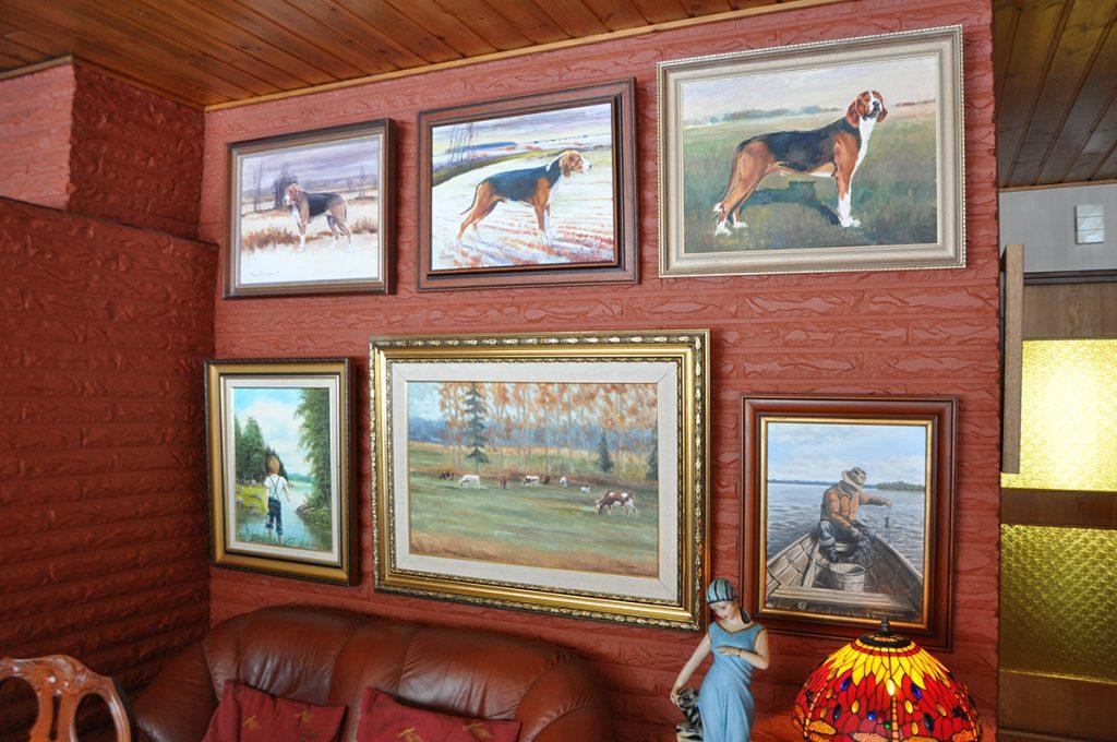 taiteilijan maalaamia tauluja Fräntilöiden ajokoirista