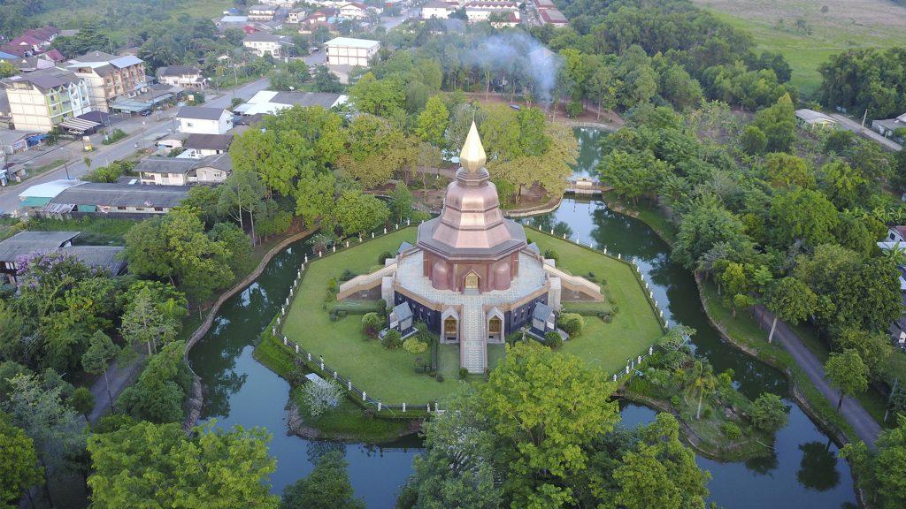 drone kuvasi thaimaalaisen budhatemppelin