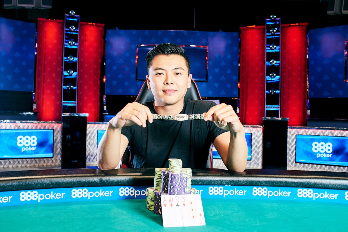 Tommy Le after winning the 2017 World Series of Poker $10,000 Pot Limit Omaha Championship. (Photo: PokerPhotoArchives)