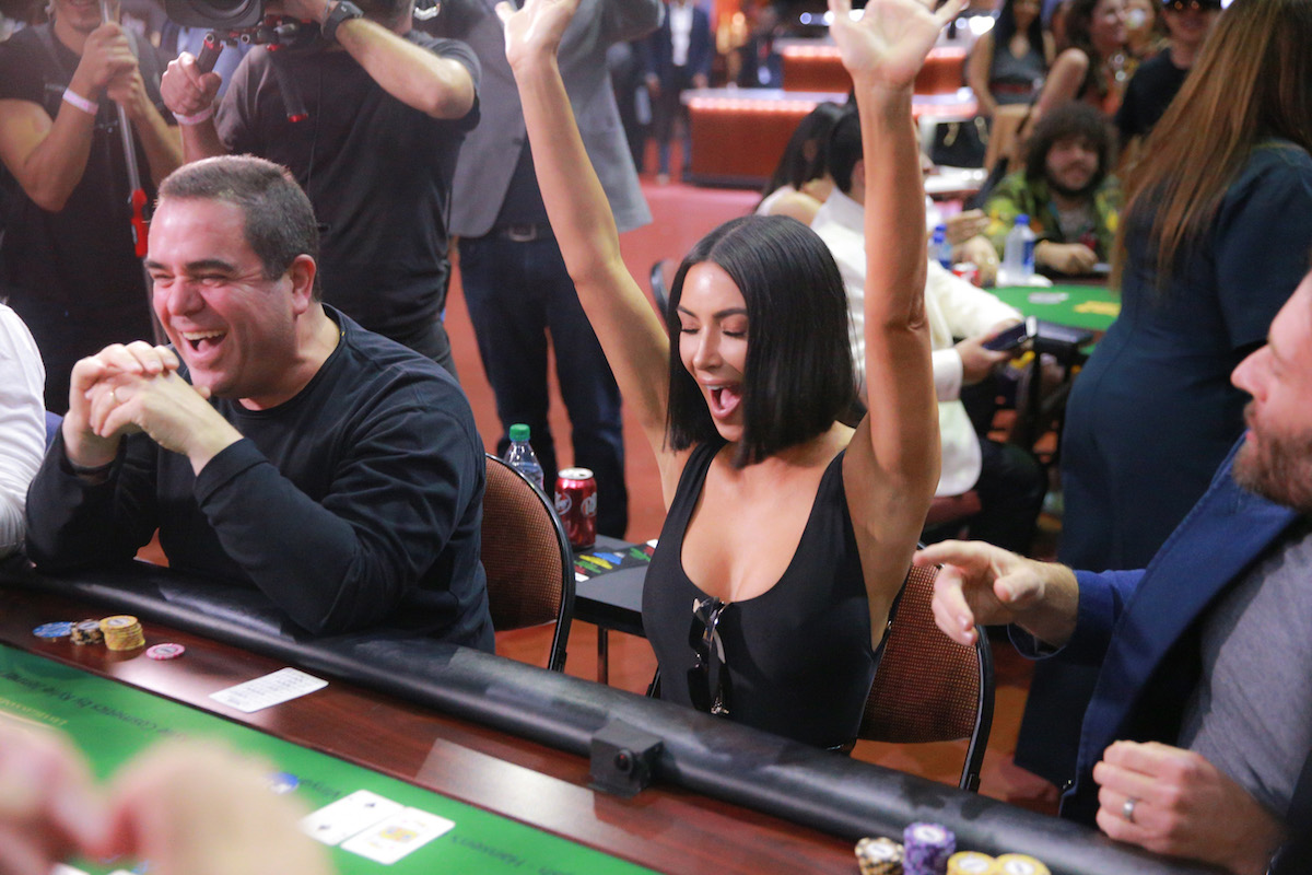 Kim Kardashian West celebrates after dragging a big pot in the City of Hope charity event! (Photo: GettyImages)