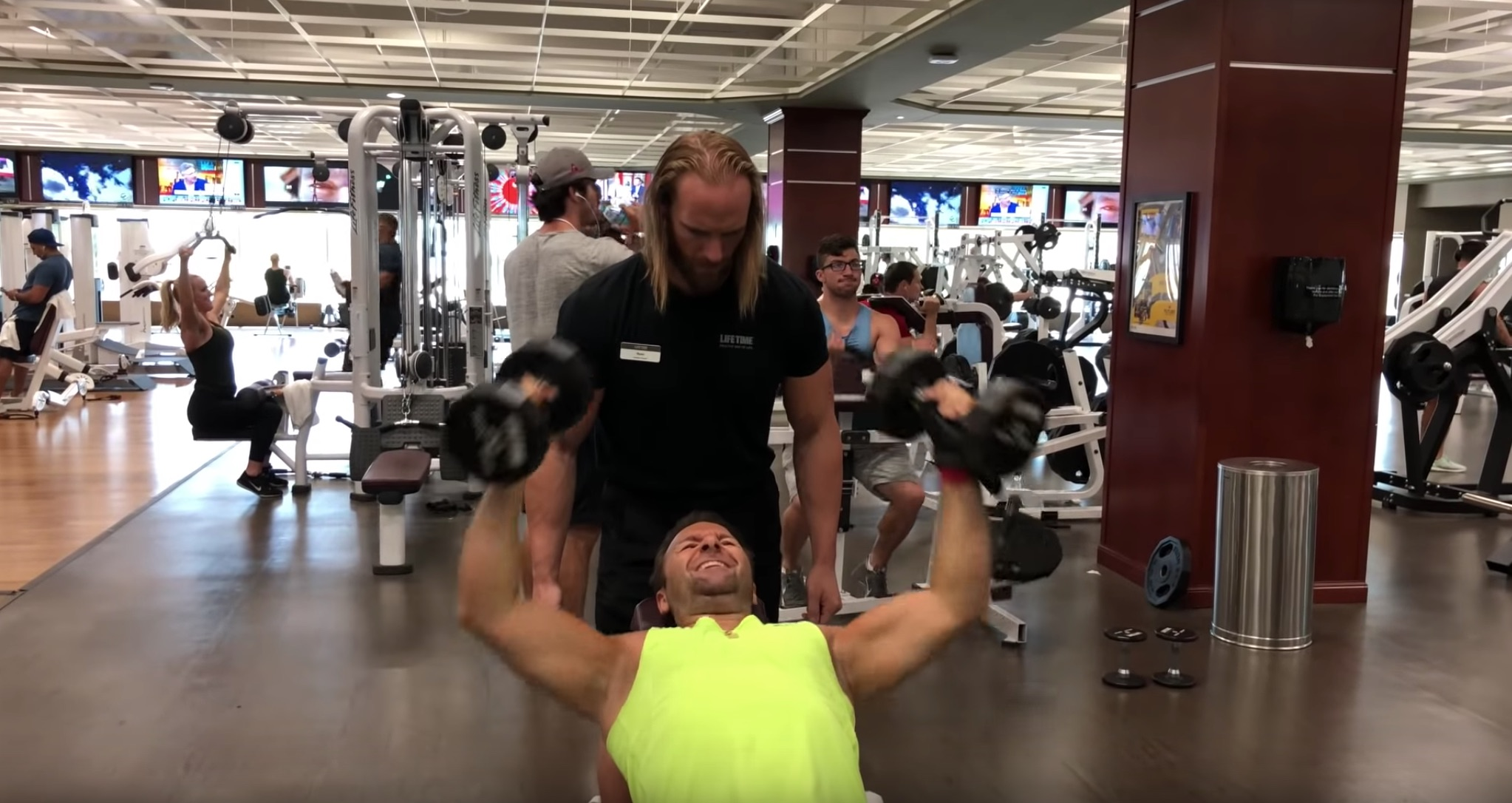Daniel Negreanu hitting the weights hard in his recent vlog to get ready for the upcoming NHL season.
