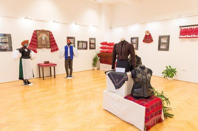 """""""Széki lakodalom"""" – a Serestély család gyűjteménye és Turbéky Dénes fotó-összeállítása. Kiállításunk október 18-ig tekinthető meg."""