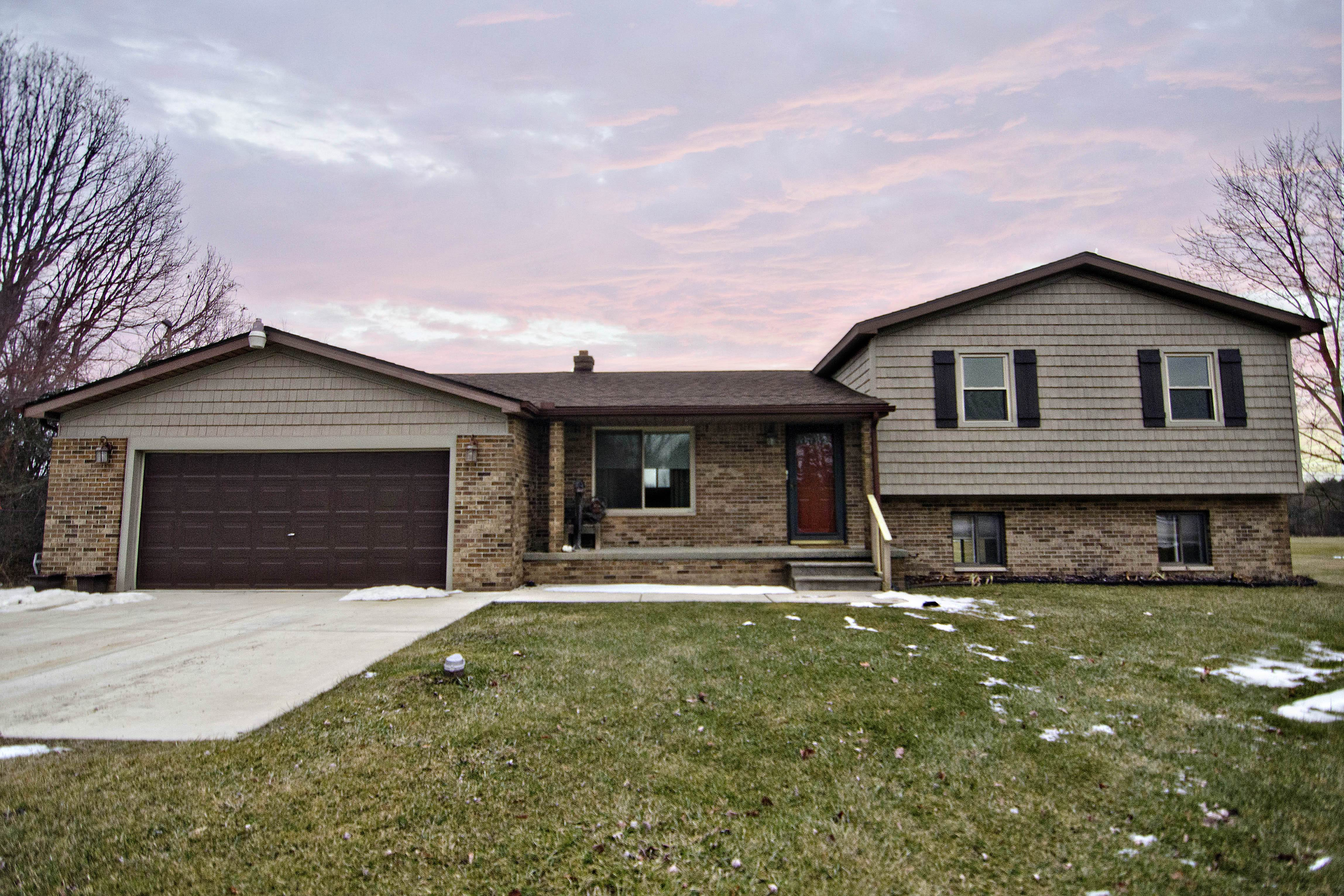 2271 S Oak - Shelter and Show Video- GO!