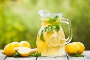 limón en jarro, jugo de limón