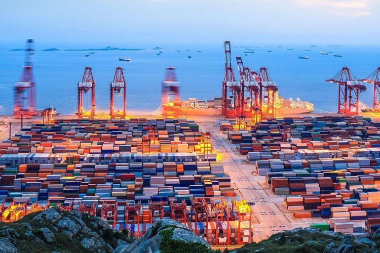Transportistas se enfrentan a atascos en Europa tras bloqueo del Canal de Suez