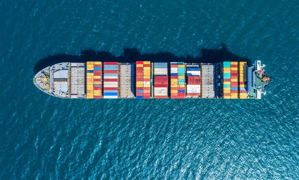 China comienza a reabrir tercer puerto más grande del mundo en medio de problemas en cadena de suministro global