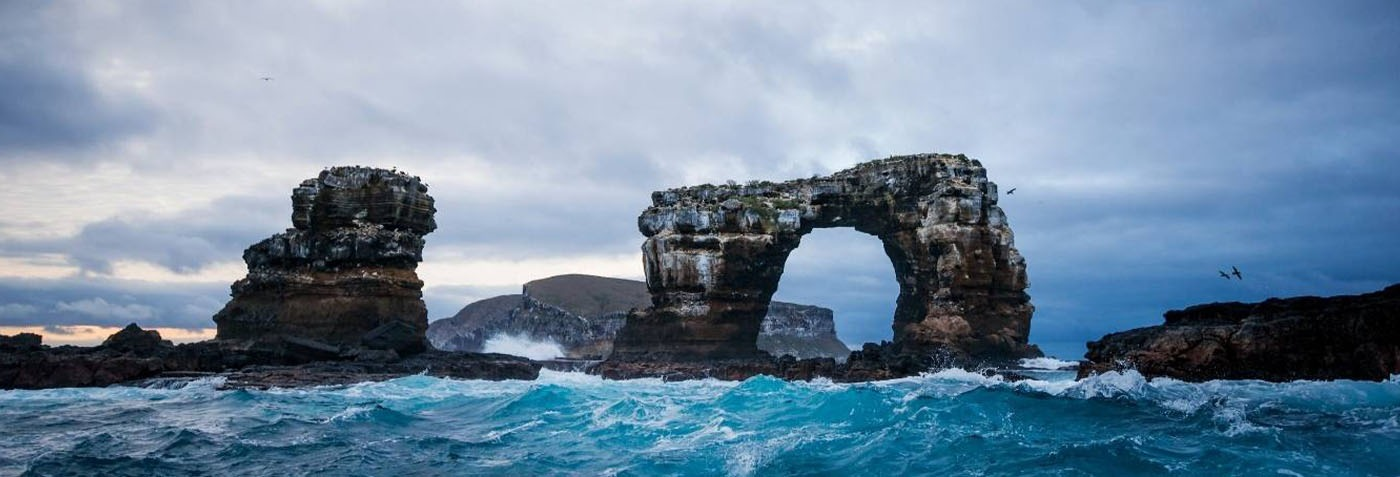 Galapagos Islands: Erosion collapses Darwin's Arch