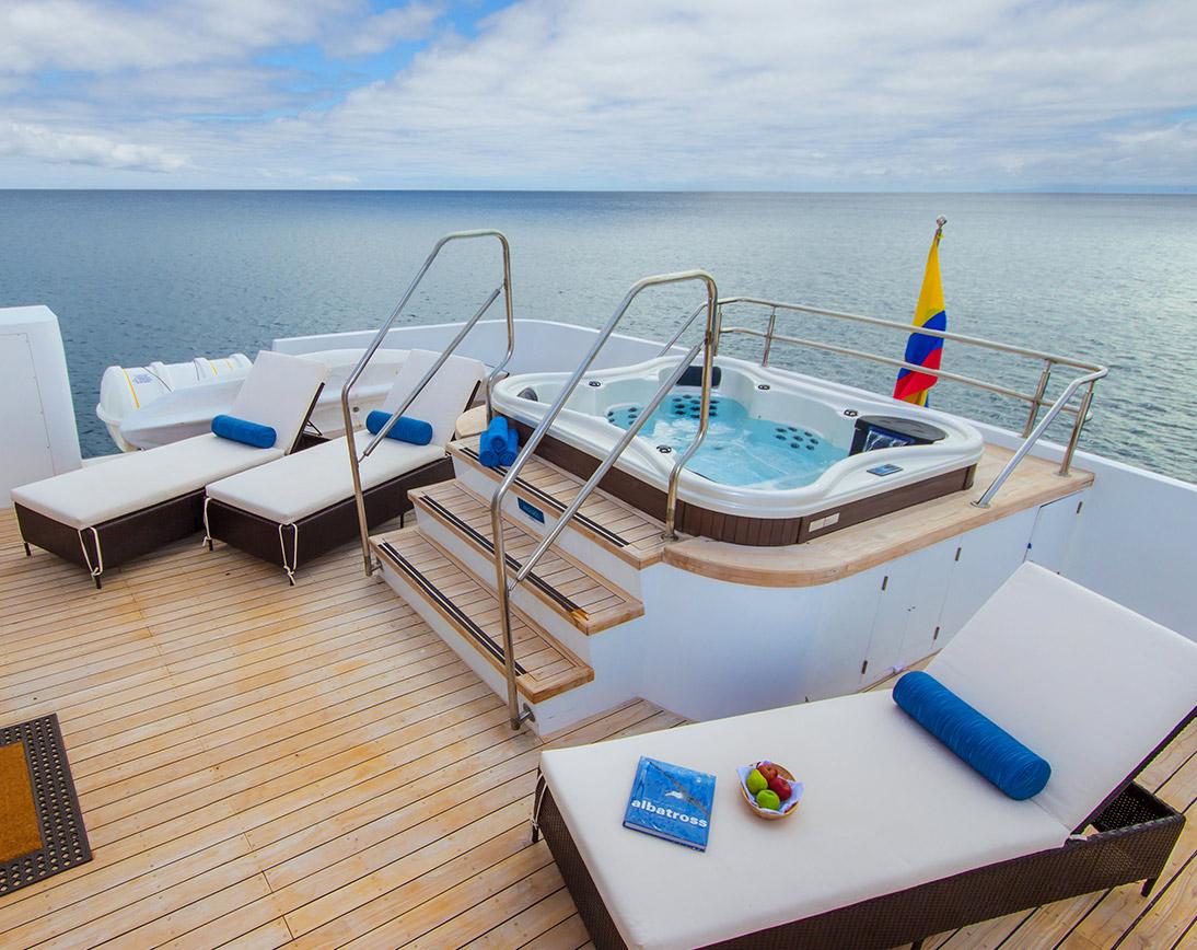 Natural Paradise Deluxe Yacht |  Galapagos Cruises