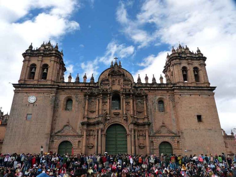 Visit the Cathedral of Santo Domingo   Peru