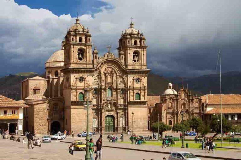 Visit the Iglesia de la Compania de Jesus   Peru
