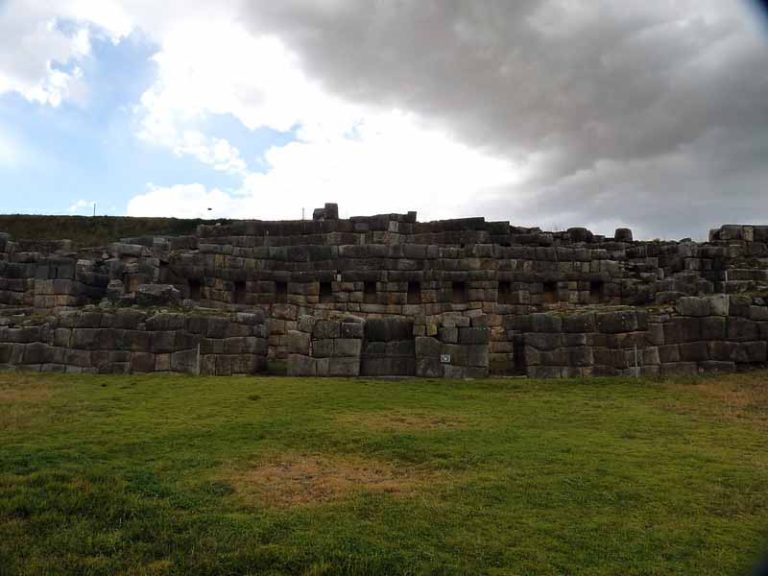 Explore the Sacsayhuamán Ruins   Peru