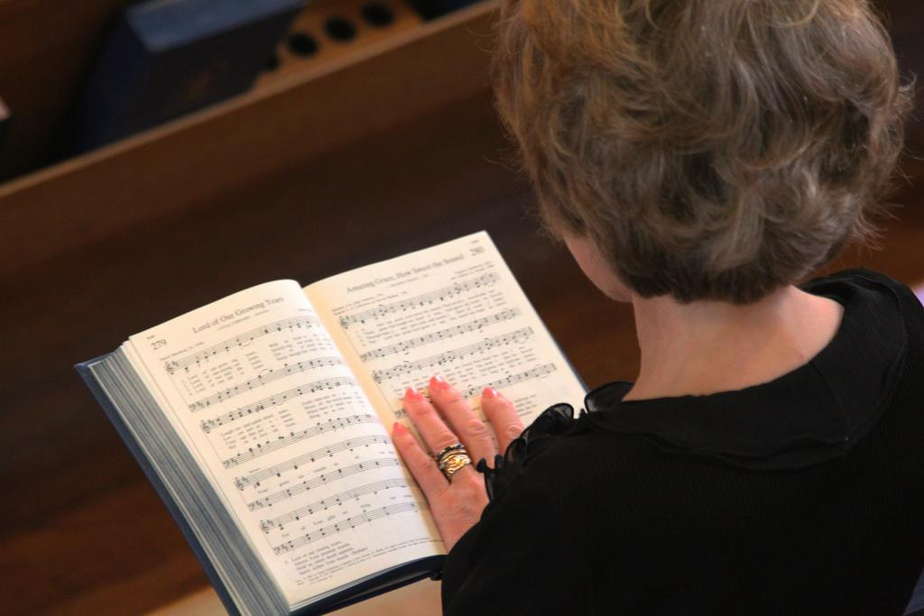 20 Best Funeral Hymns | Ever Loved