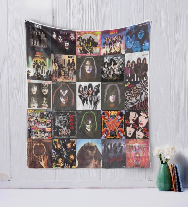 Kiss Two Quilt Blanket