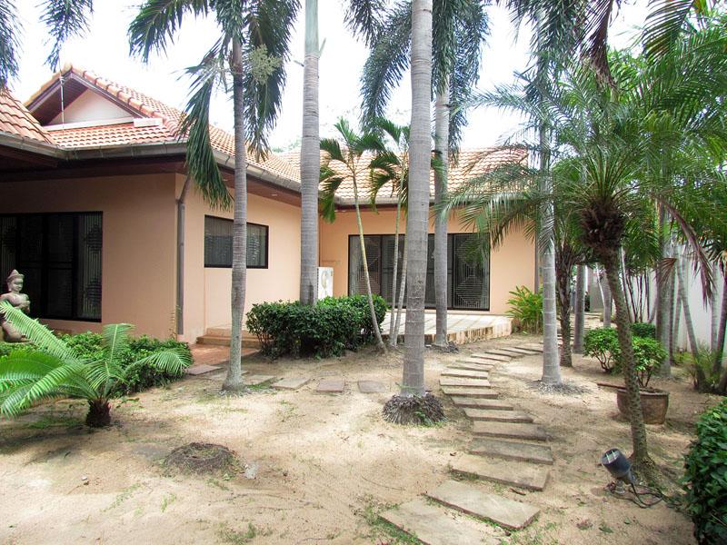 Three bedroom  house for Sale in Jomtien