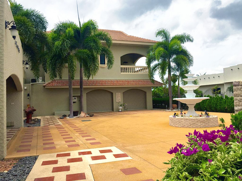 Six bedroom  house for Sale in Mabprachan - Pong