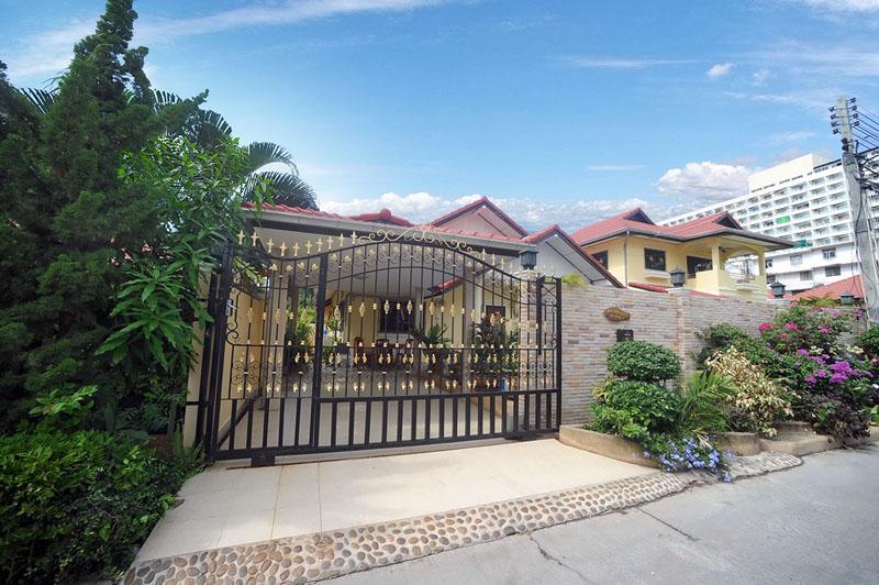 Three bedroom  house for Rent in Jomtien