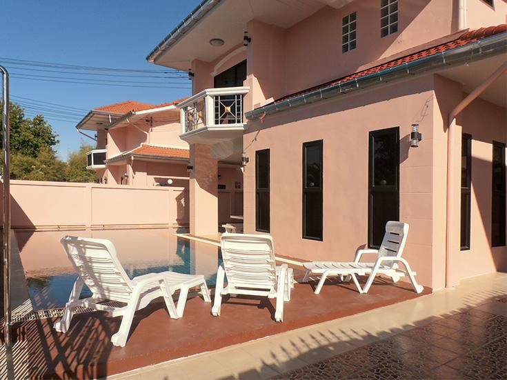 Six bedroom  house for Rent in Jomtien