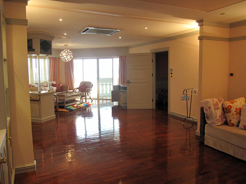 Four bedroom  condo for Sale in Wong Amat
