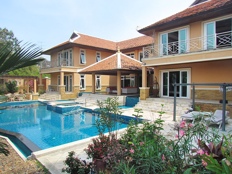 Five bedroom  house for Sale in Pratumnak