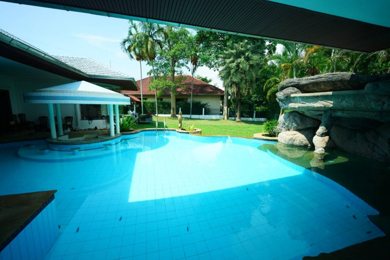 Six bedroom  house for Sale and Rent in East Pattaya