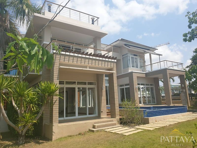 Beautiful family home only 100 metres to the beach