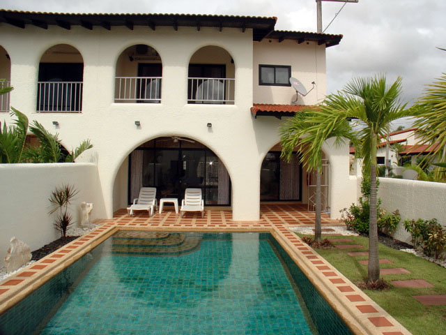 Three bedroom  townhouse for Sale in Mabprachan - Pong