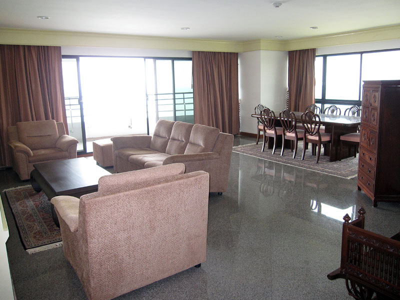 Three bedroom  condo for Sale in Baan Amphur