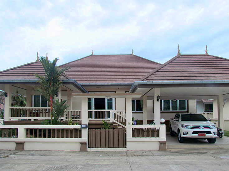 Three bedroom  house for Sale in Bang Saray