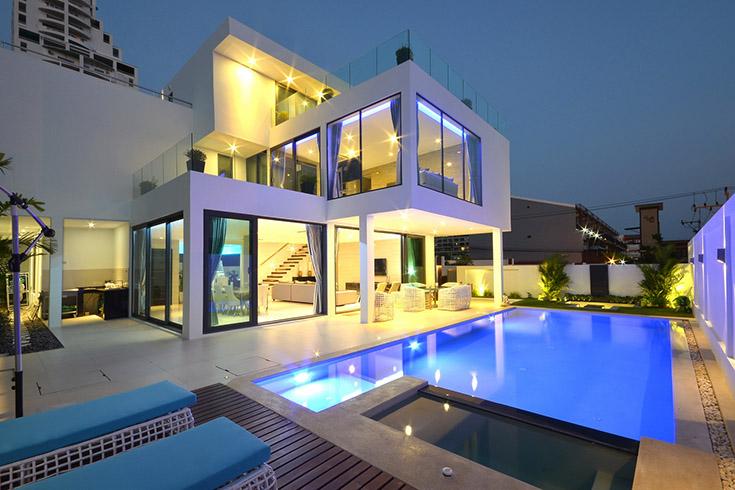 Luxury House Modern Designed Furnishing