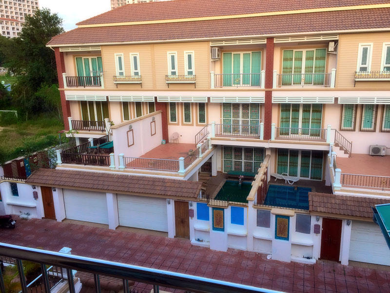 Three bedroom  townhouse for Sale in Pratumnak