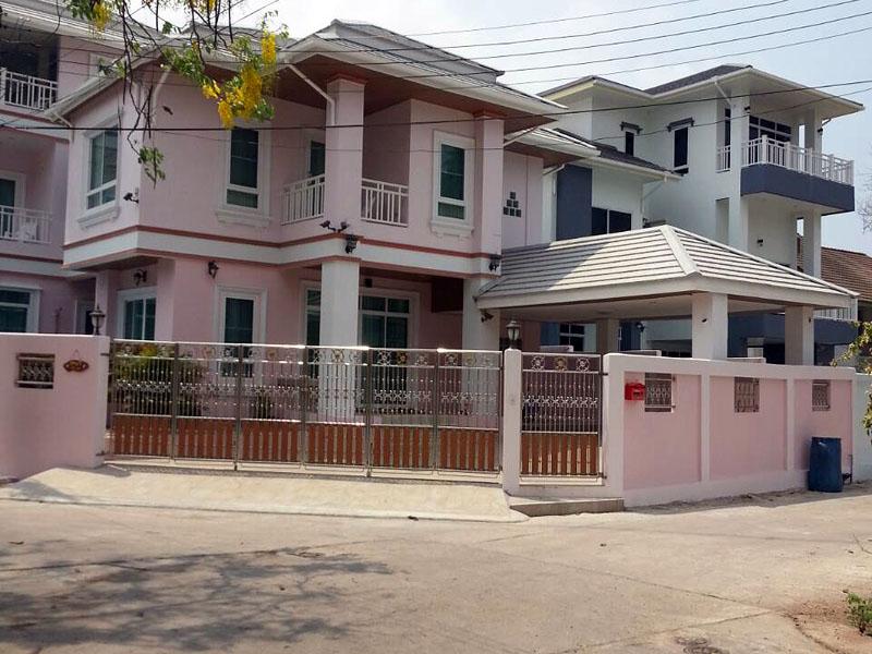 Five bedroom  house for Rent in Jomtien