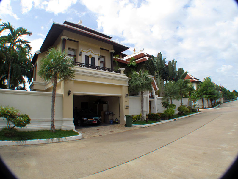 Four bedroom  house for Sale in Na Jomtien