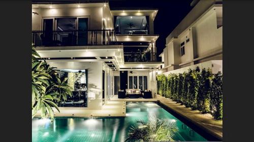 Modern Style Pool Villa Jomtien