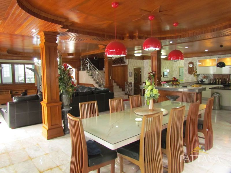 Six bedroom  house for Sale in East Pattaya