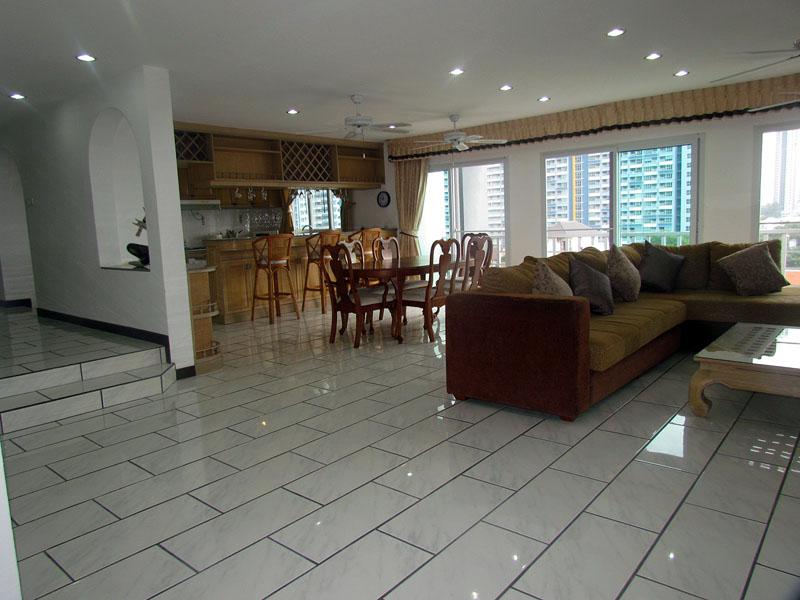 Four bedroom  condo for Rent in Jomtien