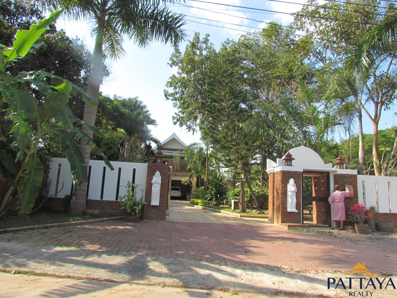 Five bedroom  house for Sale in Na Jomtien
