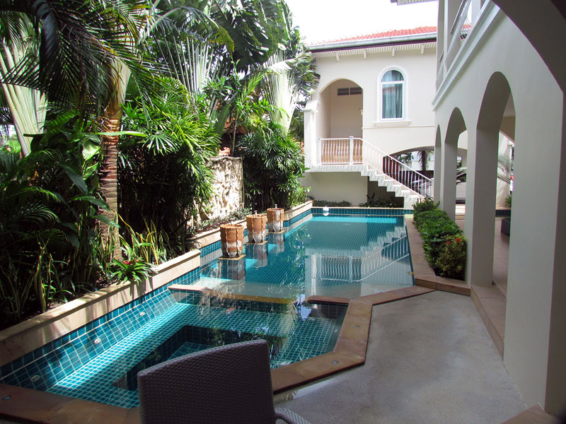 Four bedroom  house for Sale in Mabprachan - Pong